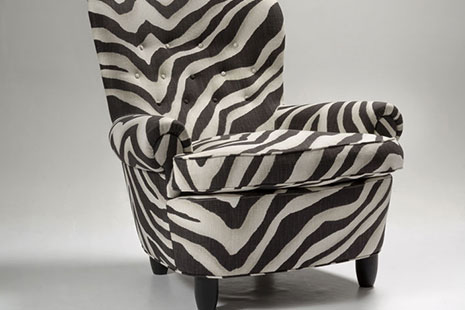 Armchair Jättepaddan in Zebra. Photo Erik Hellqvist.